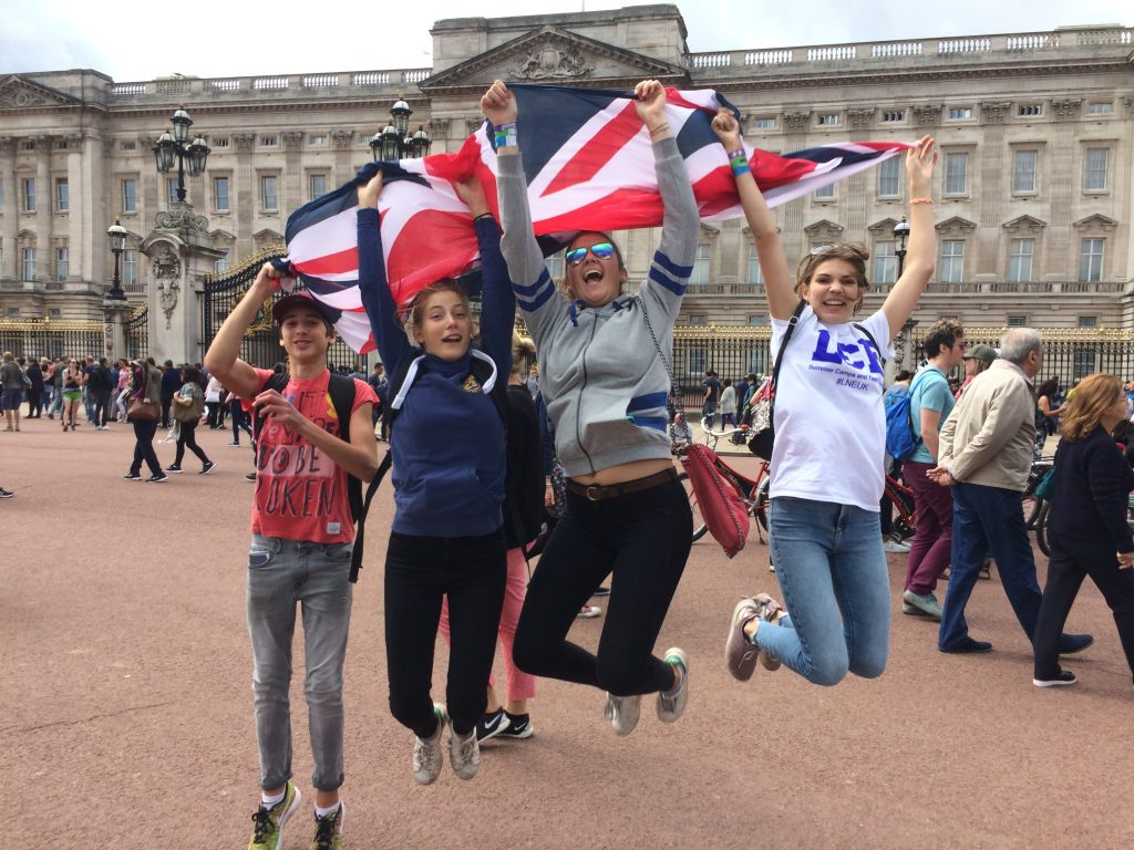 L&E Teen Travel Buckingham Palace